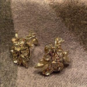 Jewelry - Vintage Sparkly Silvertone Clip Earrings So Pretty